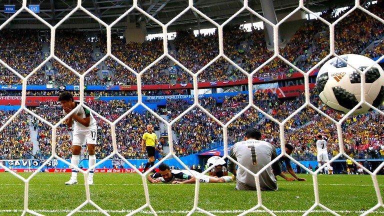 Neymar lai di tat rach, khoc nuc no khi Brazil thang tran hinh anh 10