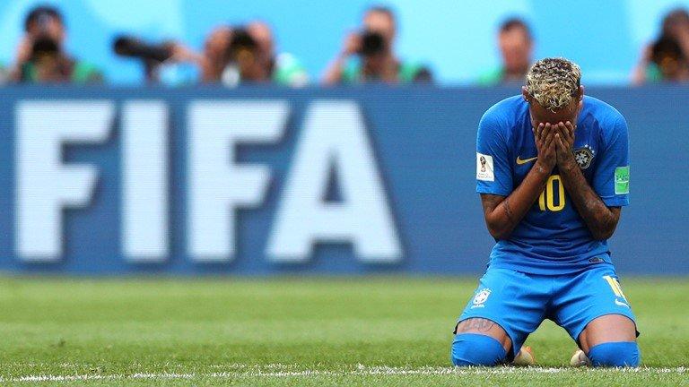 Neymar lai di tat rach, khoc nuc no khi Brazil thang tran hinh anh 12