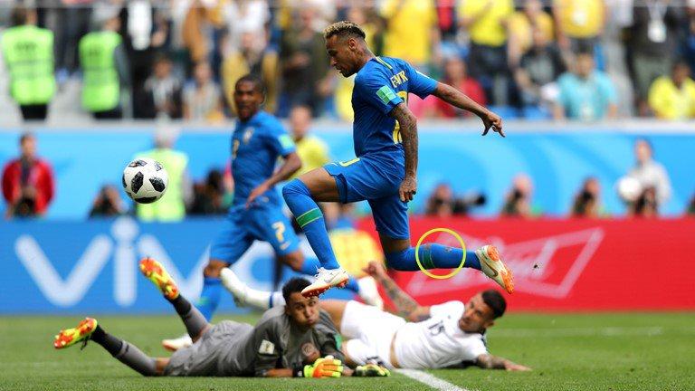 Neymar lai di tat rach, khoc nuc no khi Brazil thang tran hinh anh 2