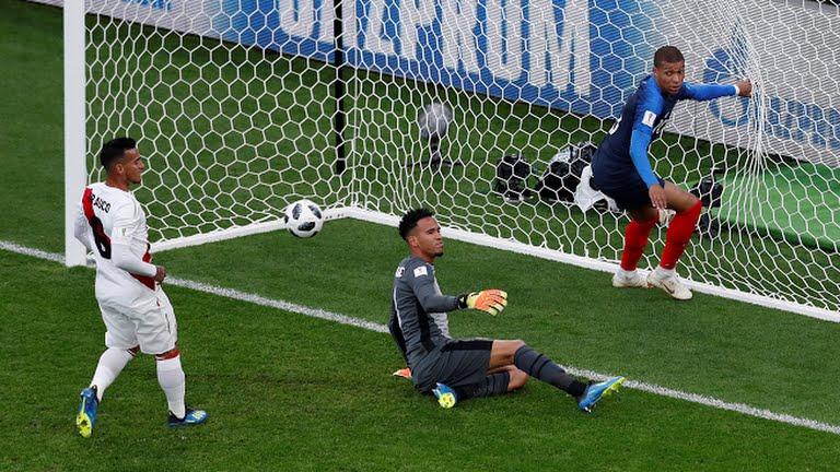 Ghi ban o World Cup, sao tuyen Phap tai hien man an mung de doi cua Van Thanh hinh anh 3