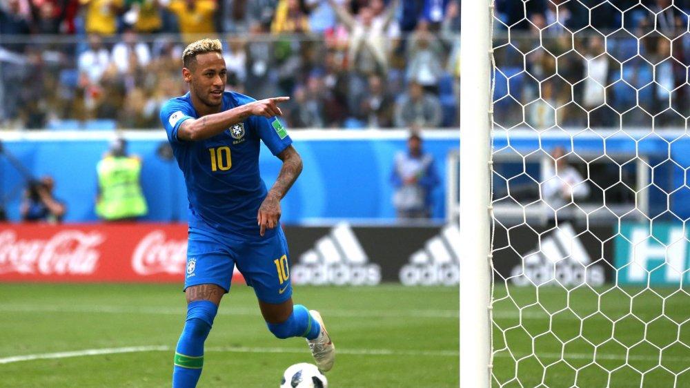 Tien si Le Thong Nhat: 'Neymar cuoi tran moi ngoi nhu sao' hinh anh 1