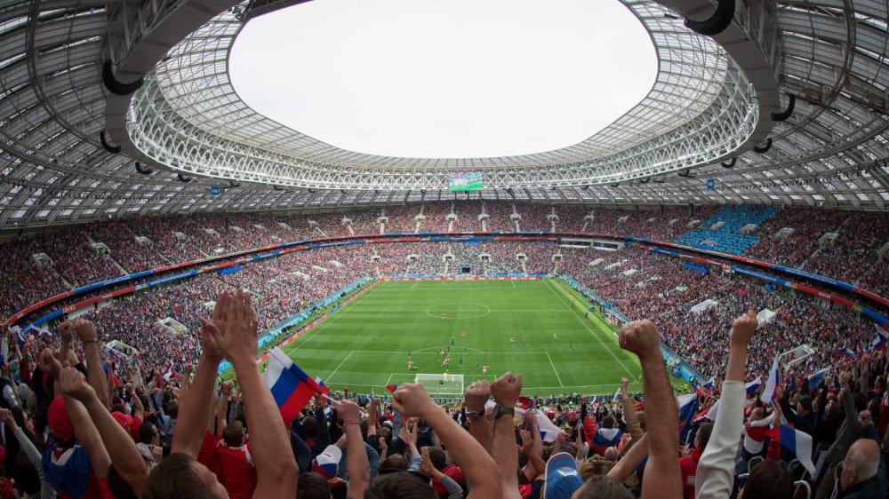 Vong bang World Cup 2018: Argentina chet di song lai, Duc bi loai soc hinh anh 1