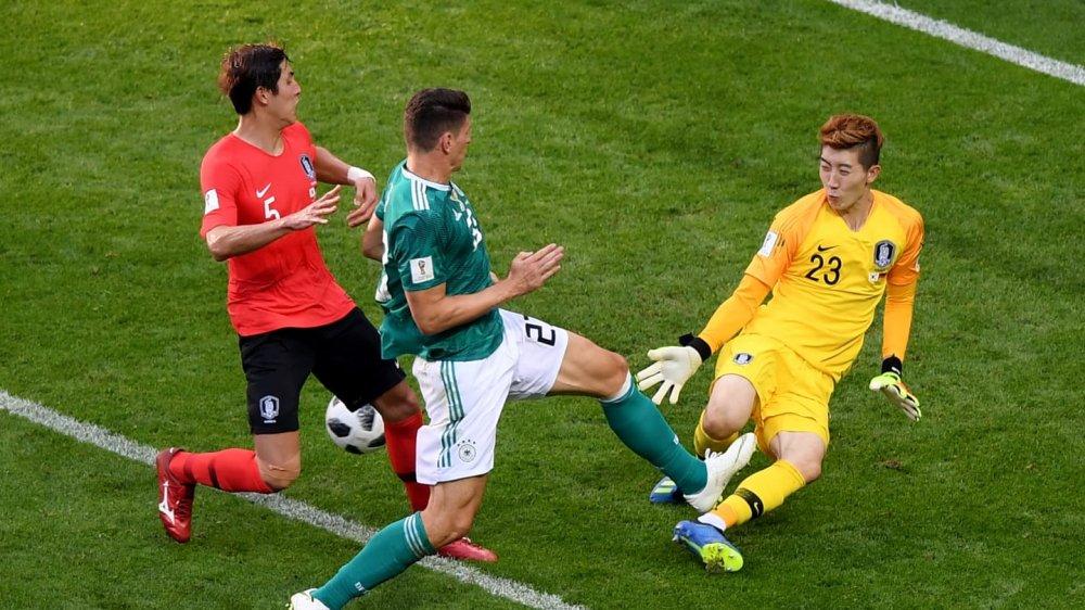 Nguoi hung Han Quoc xuat sac hon ca De Gea va Manuel Neuer hinh anh 1