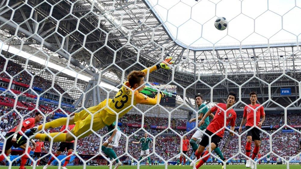 Nguoi hung Han Quoc xuat sac hon ca De Gea va Manuel Neuer hinh anh 2