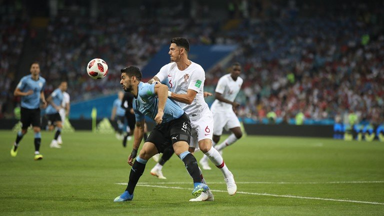 Ronaldo noi dai chuoi tit ngoi, Uruguay tai lap ky tich 88 nam hinh anh 1