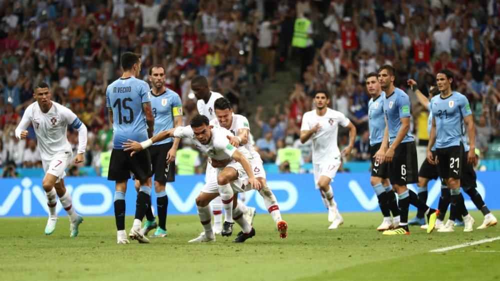 Ronaldo noi dai chuoi tit ngoi, Uruguay tai lap ky tich 88 nam hinh anh 5