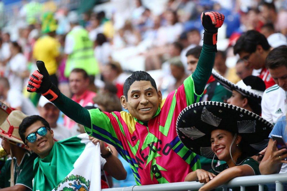 CDV Mexico khoc nghen khi bi Brazil loai o vong 1/8 World Cup 2018 hinh anh 4