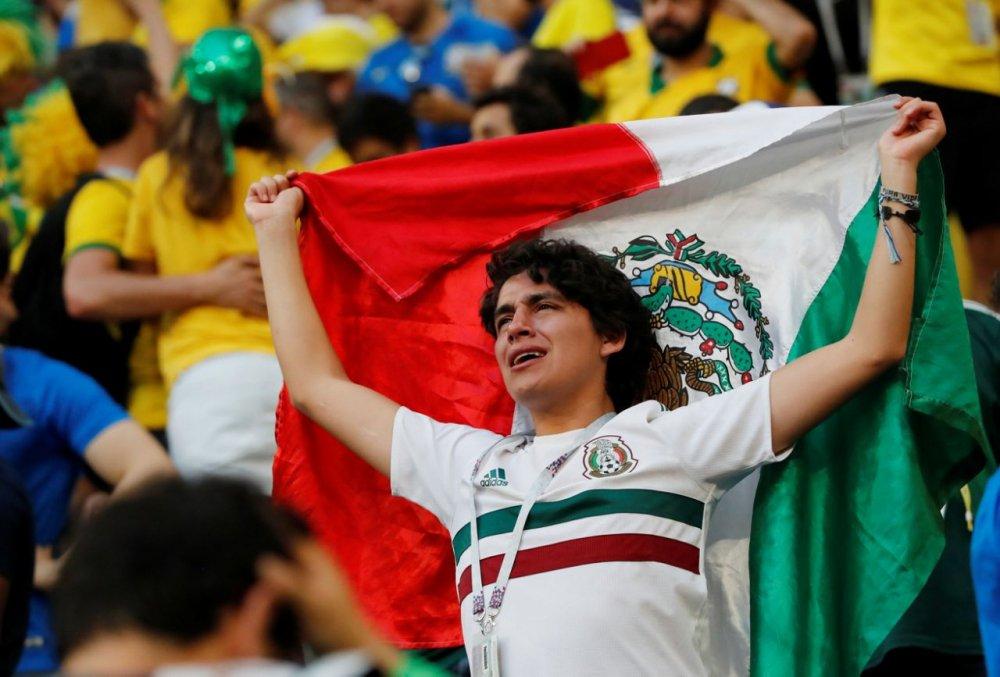 CDV Mexico khoc nghen khi bi Brazil loai o vong 1/8 World Cup 2018 hinh anh 12