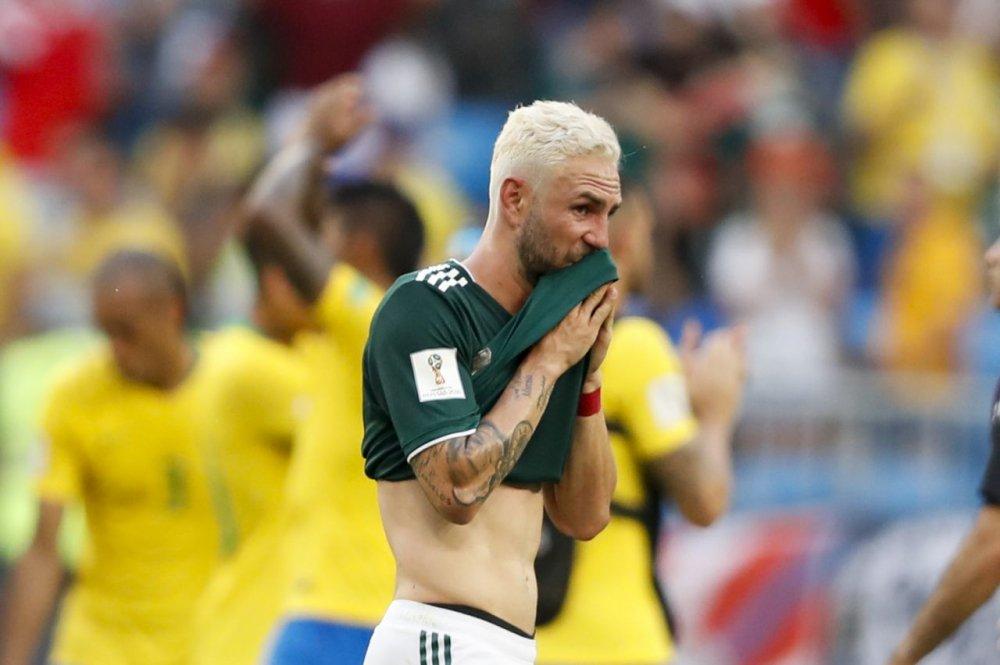 CDV Mexico khoc nghen khi bi Brazil loai o vong 1/8 World Cup 2018 hinh anh 9