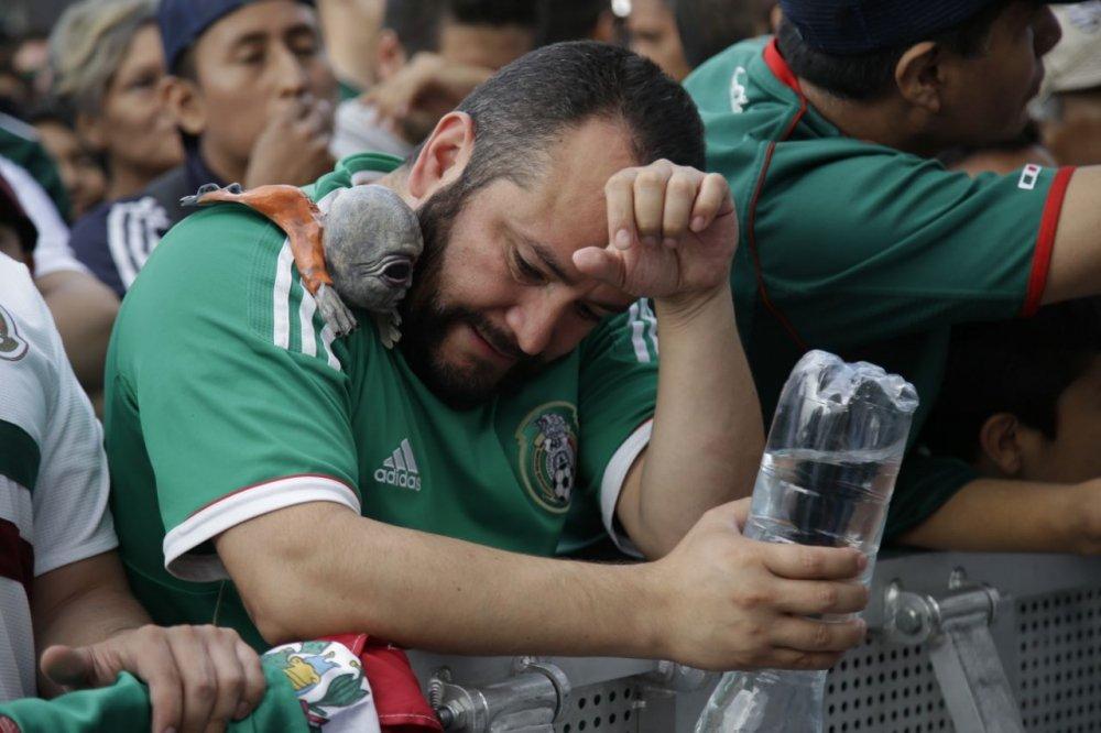 CDV Mexico khoc nghen khi bi Brazil loai o vong 1/8 World Cup 2018 hinh anh 21