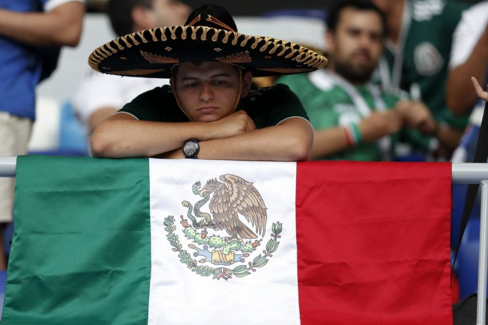 CDV Mexico khoc nghen khi bi Brazil loai o vong 1/8 World Cup 2018 hinh anh 18