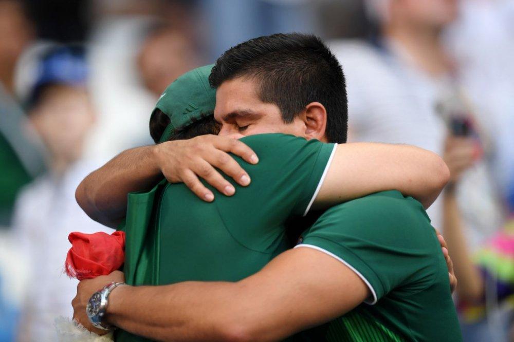 CDV Mexico khoc nghen khi bi Brazil loai o vong 1/8 World Cup 2018 hinh anh 19