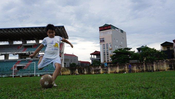 San bong tieu chuan SEA Games bo hoang nhieu nam o Ninh Binh hinh anh 5