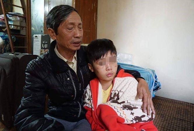 Be trai 10 tuoi bi bo de bao hanh: 'Ngoai nguoi cha, con thay su vo trach nhiem cua chinh quyen dia phuong' hinh anh 3