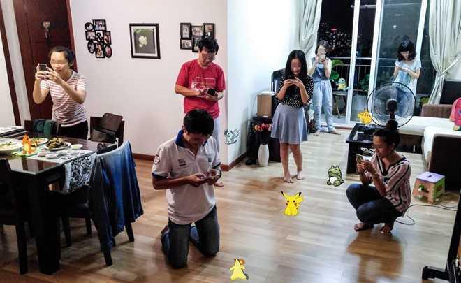 Dam dong len con than kinh vat vo bat Pokemon: Con nguoi dang mac chung 'vo thuc tap the' hinh anh 2
