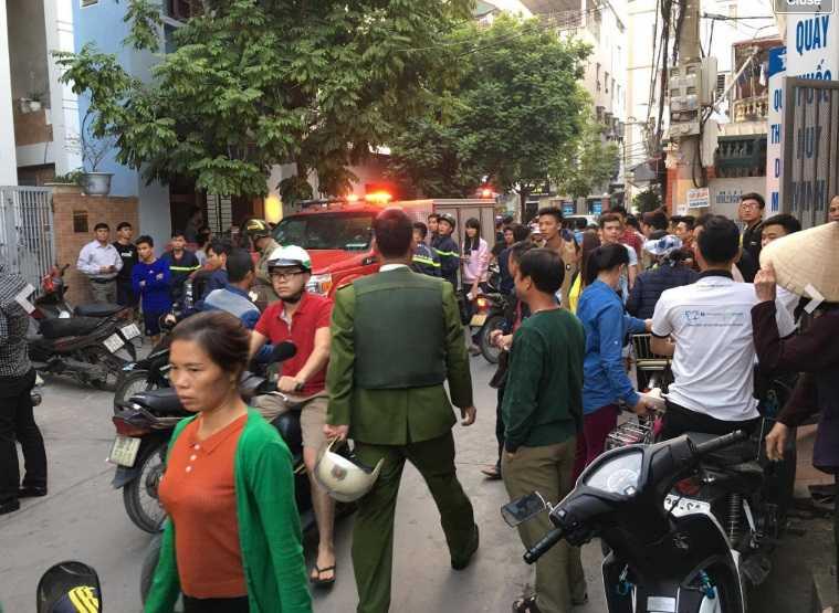 Ha Noi: Thanh nien nghi 'ngao da' pha nghia trang va chem bi thuong cong an hinh anh 1