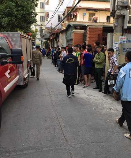 Ha Noi: Thanh nien nghi 'ngao da' pha nghia trang va chem bi thuong cong an hinh anh 2