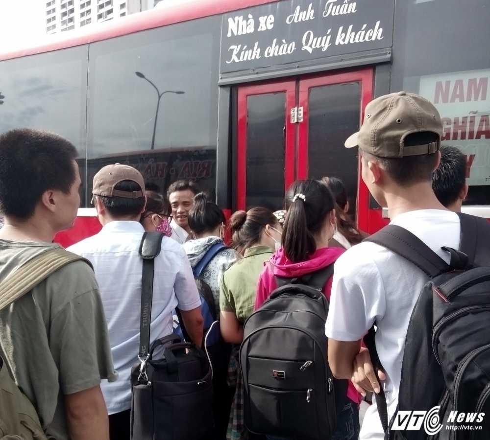 Chong doi 'lenh' dieu chuyen, xe khach khong duoc vao ben sau ngay 10/1 hinh anh 1
