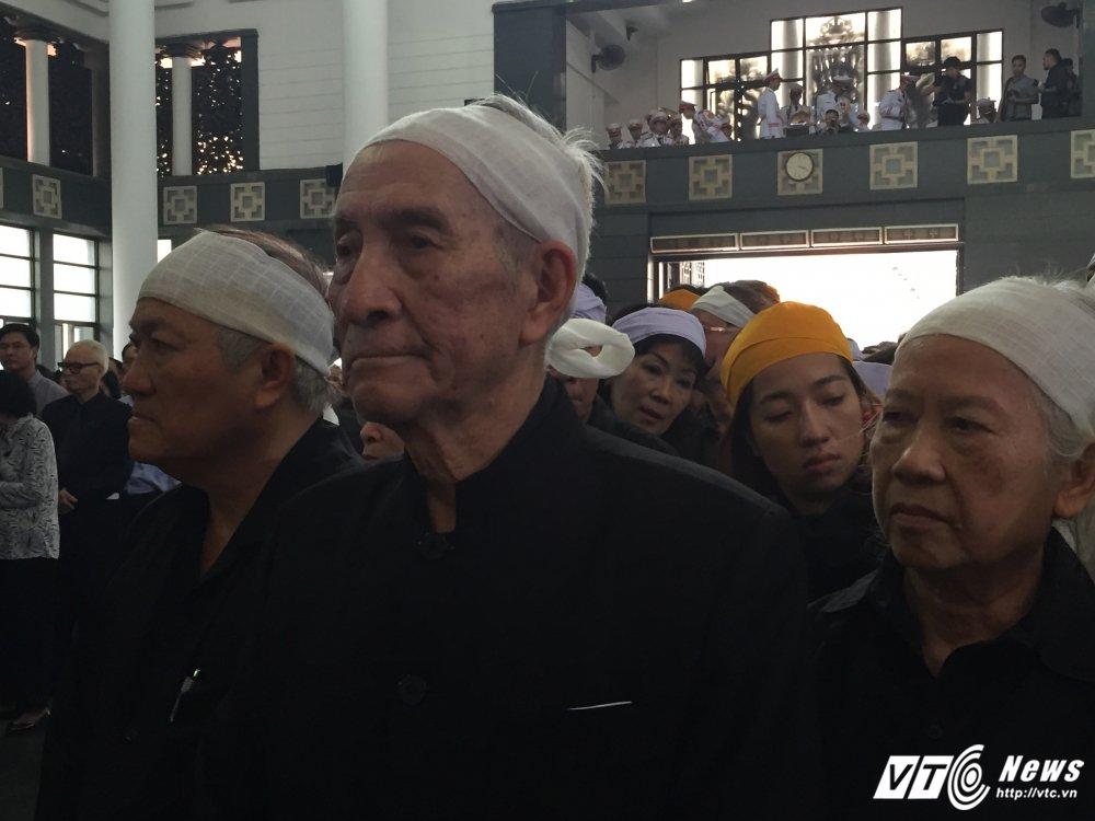 Tien phung vieng le tang cu Hoang Thi Minh Ho se ung ho dong bao lu lut, hoc sinh ngheo vuot kho hinh anh 1