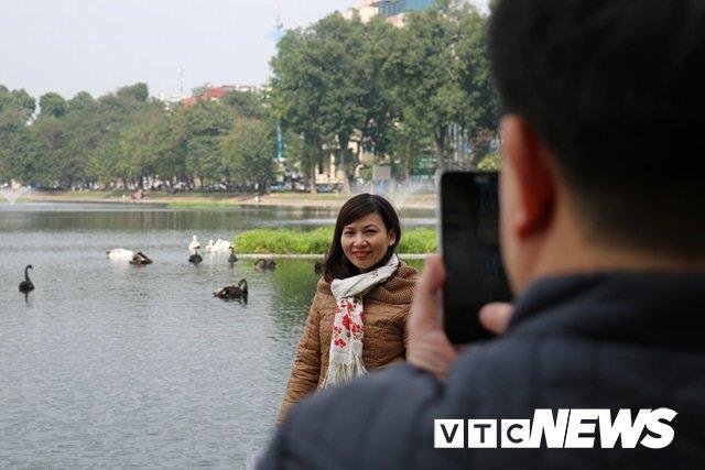 Anh: Dan Thu do thich thu ngam dan thien nga tren ho Thien Quang hinh anh 9
