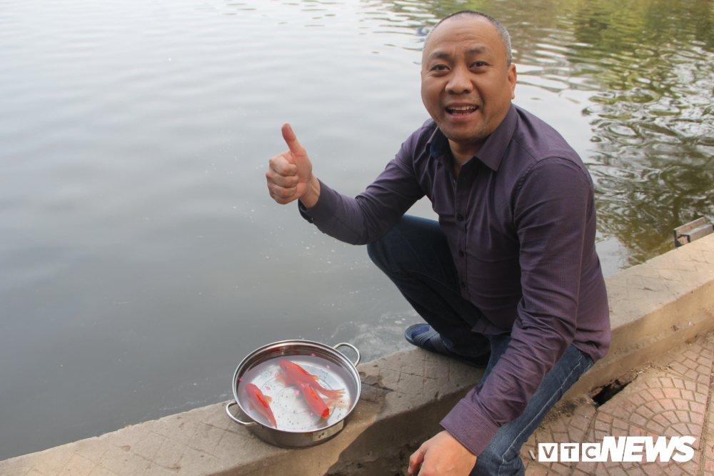 Anh: Tien ong Cong ong Tao ve troi, nguoi Ha Noi no nuc di tha ca chep hinh anh 6