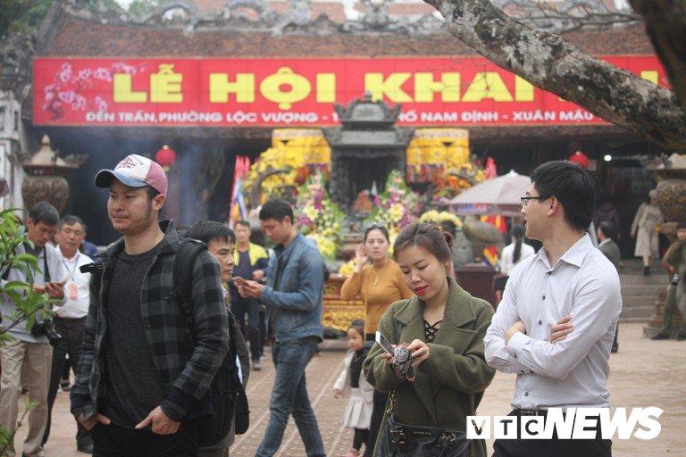 Canh tranh cuop, dam dap co con tai dien trong le khai an den Tran Nam Dinh 2018? hinh anh 1