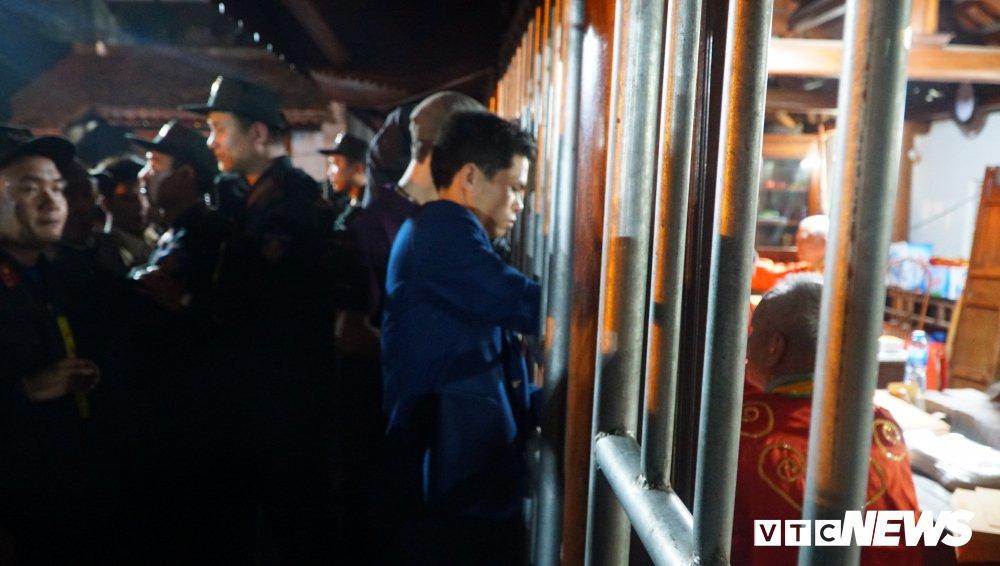 Chen lan xong vao xin an den Tran: Dan cong duc nhieu tien, an xin se duoc nhieu hinh anh 7