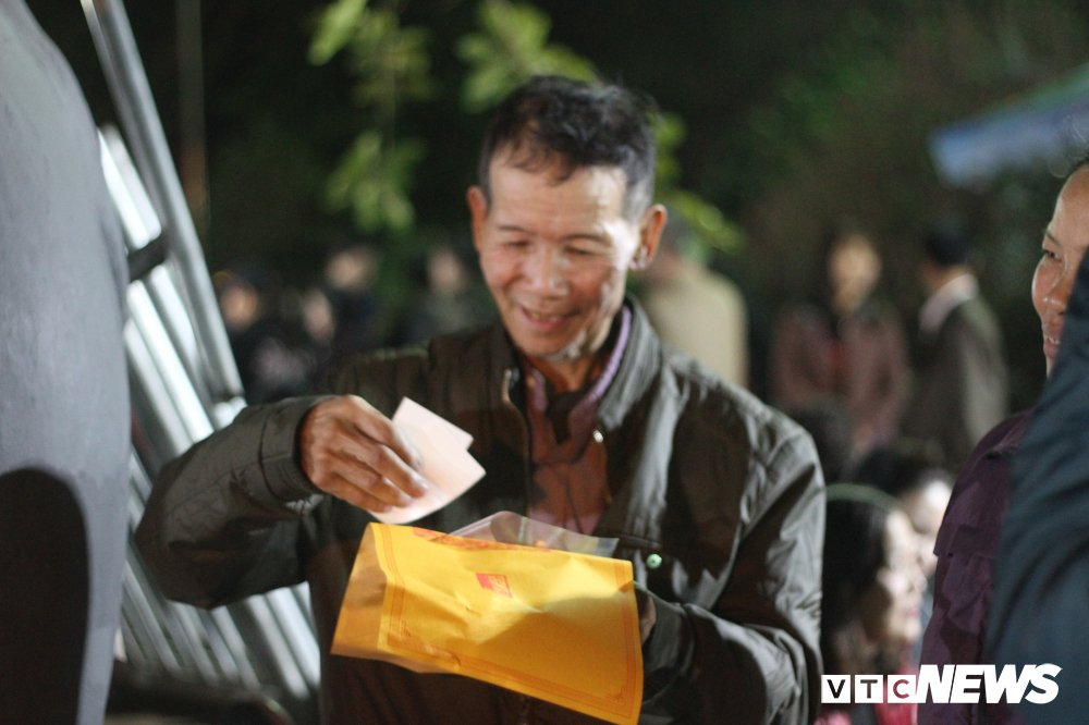 Chen lan xong vao xin an den Tran: Dan cong duc nhieu tien, an xin se duoc nhieu hinh anh 12