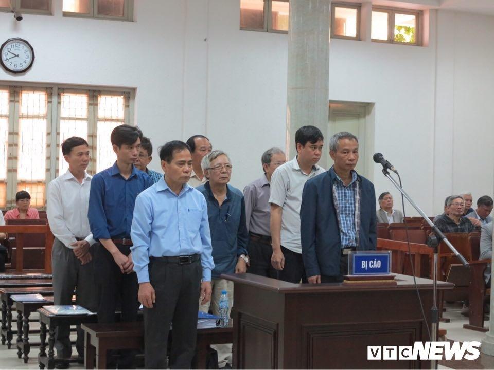 Vu vo duong ong nuoc song Da: Nguyen lanh dao Vinaconex xin toa xet lai cho cac bi cao hinh anh 1