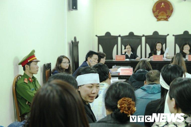 Chay quan karaoke 13 nguoi chet o Ha Noi: Chu quan lam nguoc doi, thay bang toan bo vat lieu de chay hinh anh 4