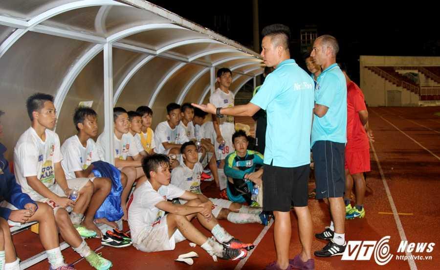 Thay Giom: 'HAGL Arsenal JMG chua tim ra Cong Phuong moi' hinh anh 2