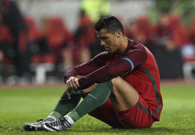 Messi thi hon gi Ronaldo? hinh anh 1