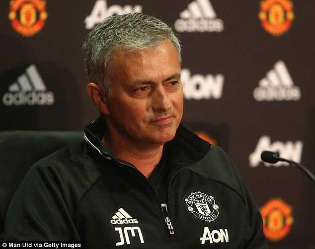 Mourinho ngong nghenh: Toi muon co tat ca moi thu voi Man Utd hinh anh 2
