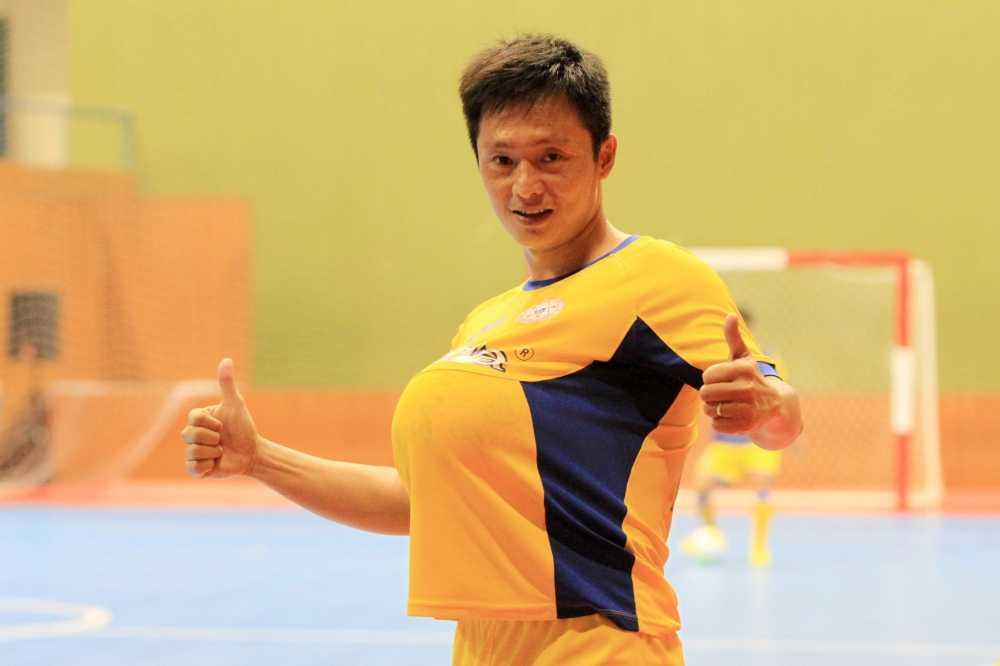 Cau thu futsal Quoc Bao: Dong luc duoc lam cha hinh anh 3