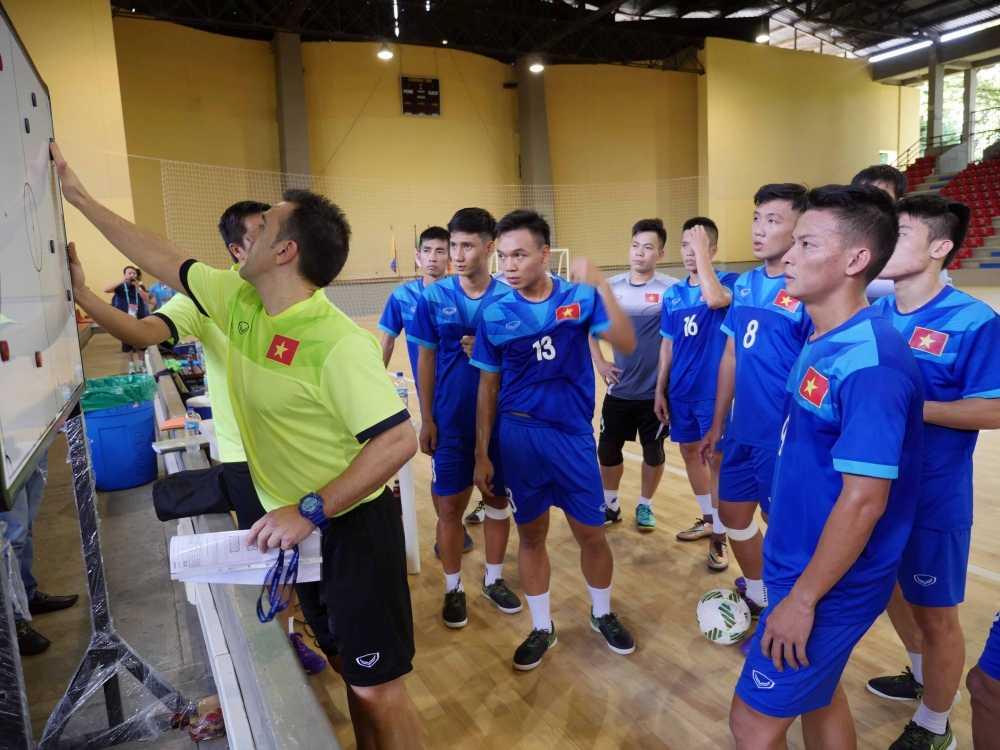 Tuyen Futsal Viet Nam 'on bai' truoc tran gap Paraguay hinh anh 1