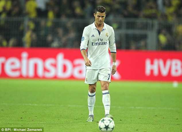 Chuyen co 15 trieu Bang cua Ronaldo gap nan tai Barcelona hinh anh 4