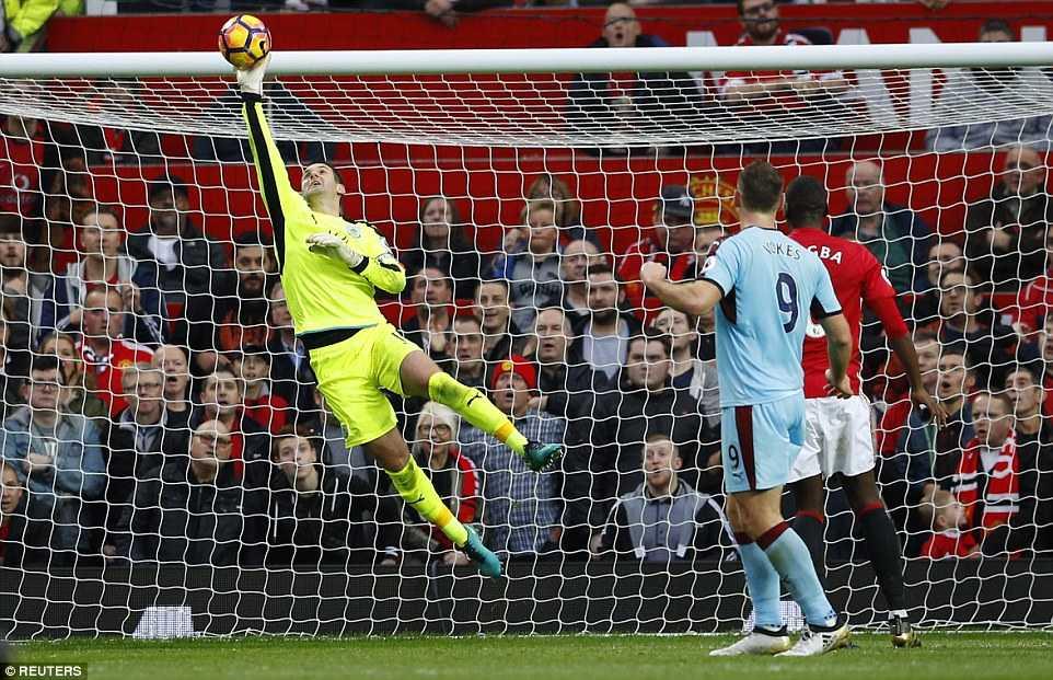 Tro ly Mourinho: Voi 11 nguoi dan ong, Man Utd thong tri tran dau hinh anh 2