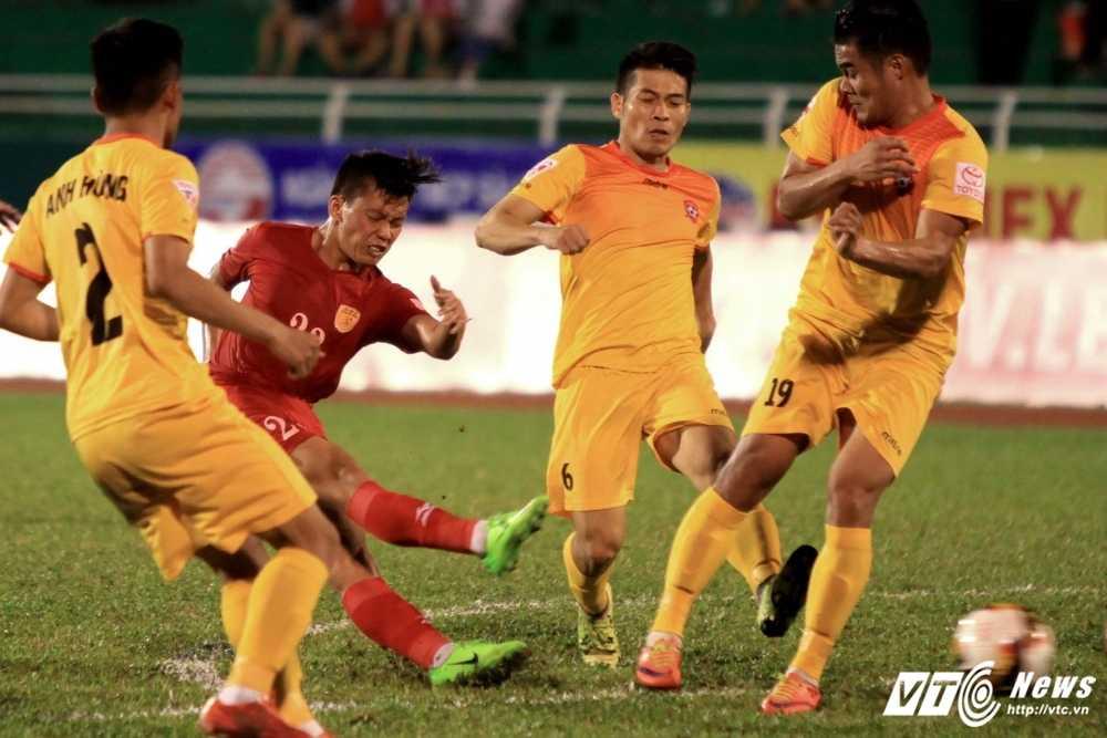 HLV Phap: 'V-League kho nhan qua, khac nghiet qua' hinh anh 1