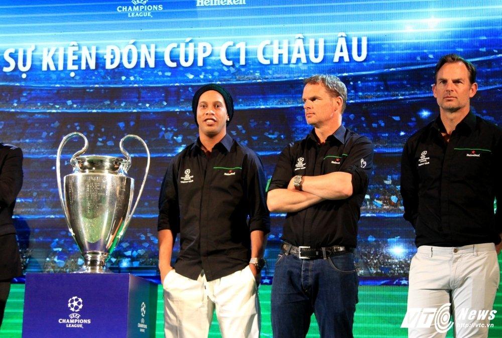 Ronaldinho ngo loi yeu Viet Nam, tin Barca se lam nen dieu ky dieu hinh anh 1