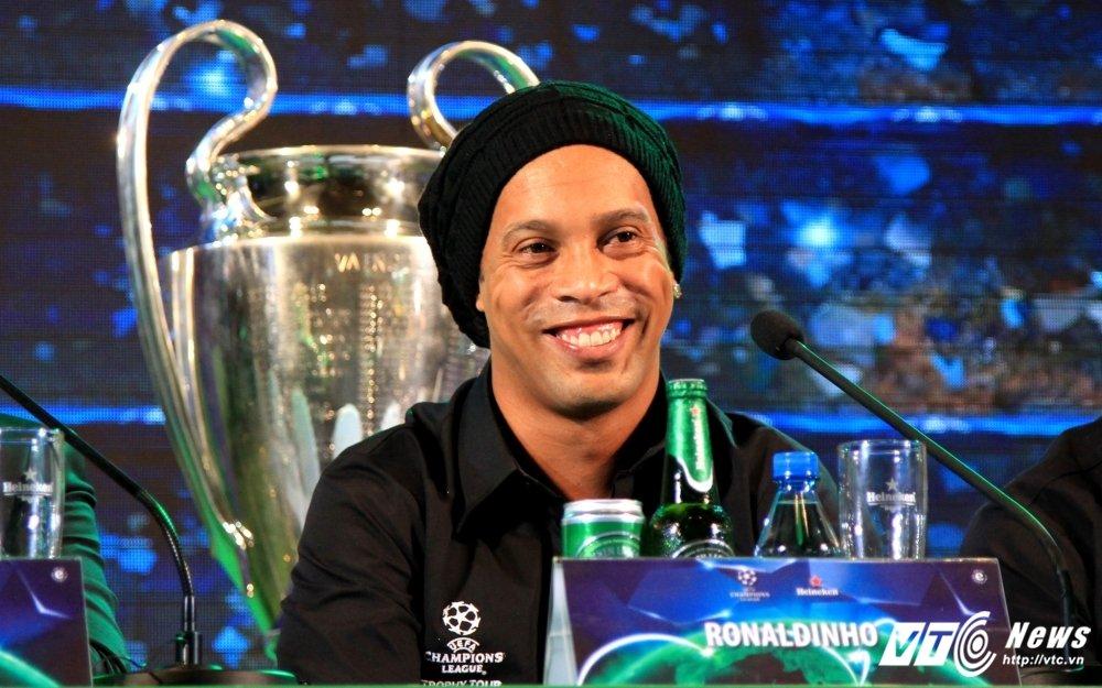 Ronaldinho ngo loi yeu Viet Nam, tin Barca se lam nen dieu ky dieu hinh anh 2