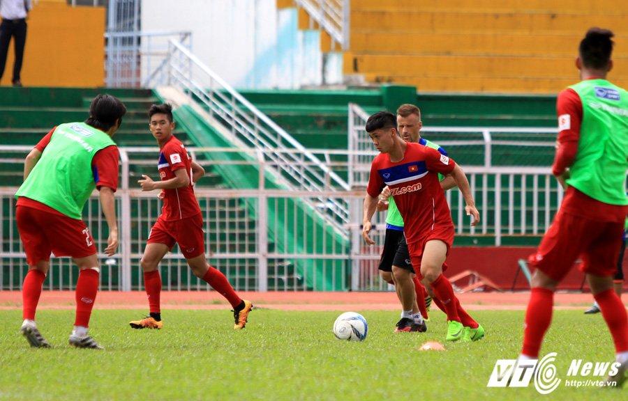 HLV Huu Thang chiu thua cai nong Sai Gon hinh anh 9