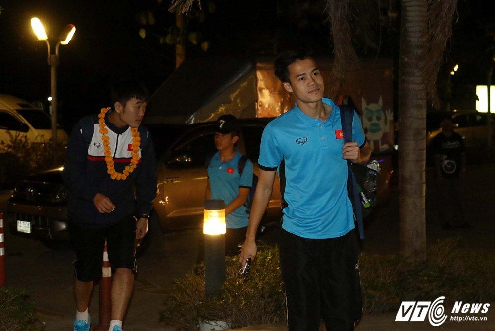 Di chuyen ca ngay, U23 Viet Nam bung doi van phai tap nhe hinh anh 3