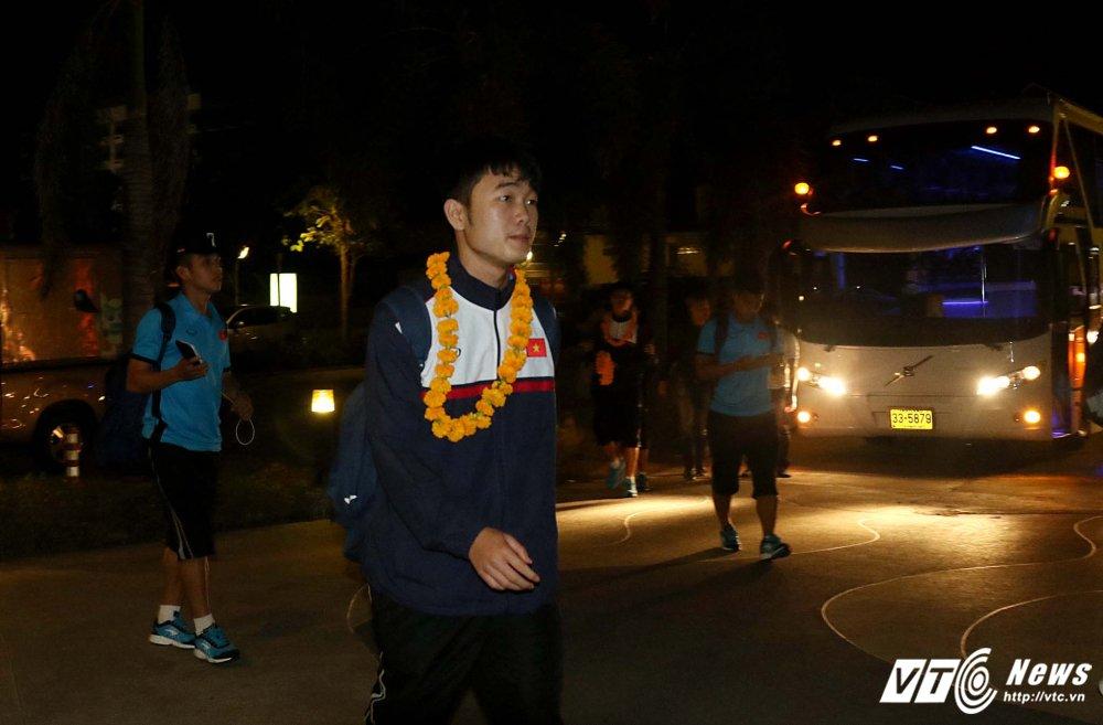 Di chuyen ca ngay, U23 Viet Nam bung doi van phai tap nhe hinh anh 4