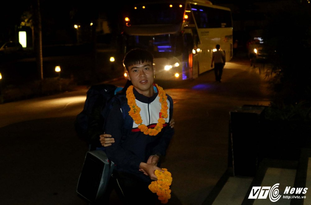 Di chuyen ca ngay, U23 Viet Nam bung doi van phai tap nhe hinh anh 5