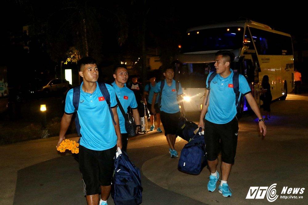 Di chuyen ca ngay, U23 Viet Nam bung doi van phai tap nhe hinh anh 6