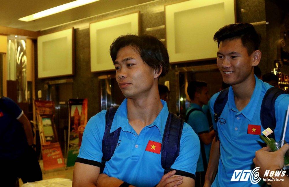 Di chuyen ca ngay, U23 Viet Nam bung doi van phai tap nhe hinh anh 8