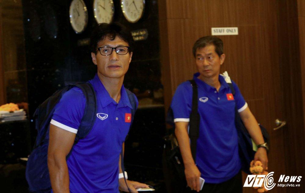 Di chuyen ca ngay, U23 Viet Nam bung doi van phai tap nhe hinh anh 11