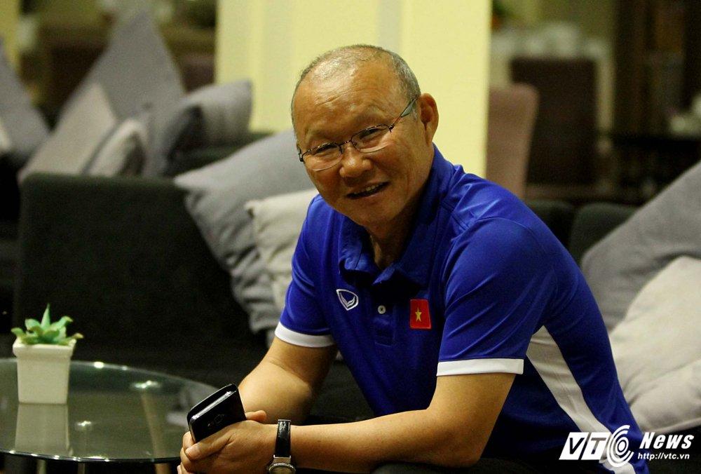 Di chuyen ca ngay, U23 Viet Nam bung doi van phai tap nhe hinh anh 9