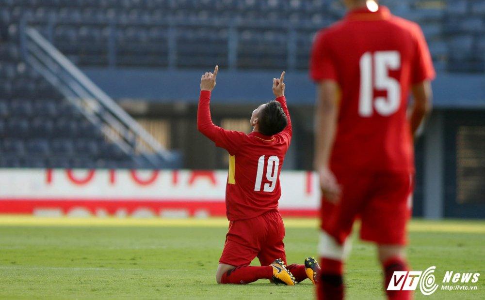 Dung hinh man 'khieu vu' cua U23 Viet Nam tren san bong Ngoai hang hinh anh 13