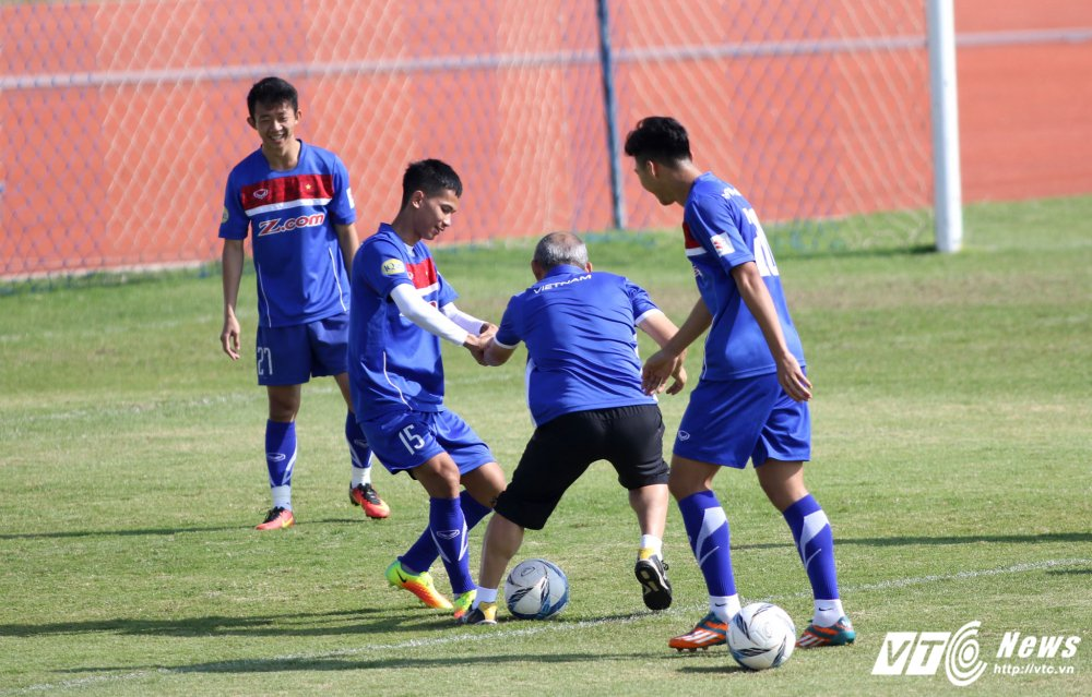 HLV Park Hang Seo: 'Ong bo' tan tuy cua U23 Viet Nam hinh anh 21